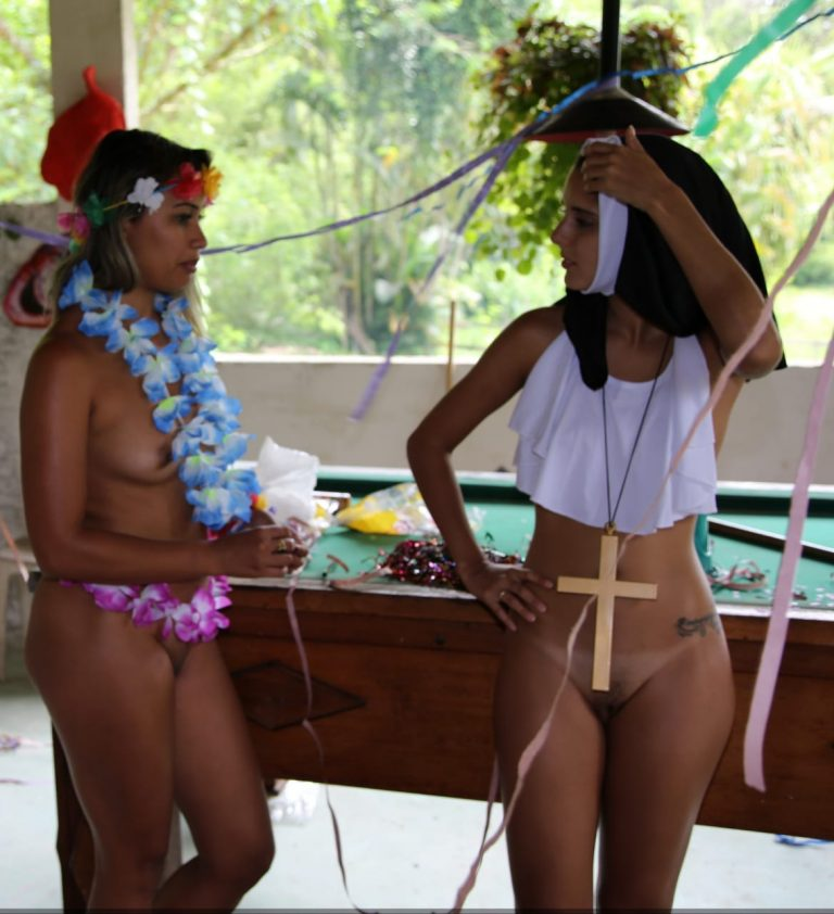 Brasileiras amadoras nuas juntinhas em fotos vazadas na net