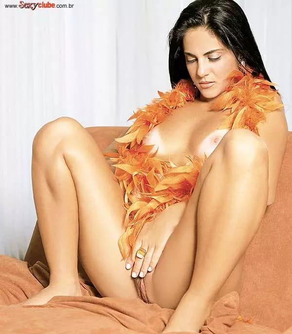 Thammy Gretchen Nua Mostrando Sua Buceta Famosa