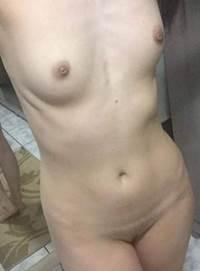 Nudes da namorada pelada caiu nos grupos de putaria