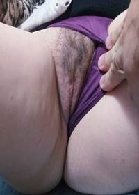Esposa exibiu buceta peluda é boca cheia de porra em fotos