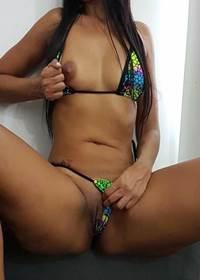Dona casa safada deixou marido tirar fotos sexy e jogar na net