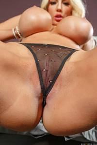 Fotos de peitos deliciosos de loira peituda se masturbando