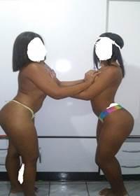 Lesbica carioca negra do Rio de Janeiro postou varias fotos pelada com sua amiga