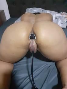 Fotos gostosa buceta gigante com Bomba de Sucção na Vagina e um Plug Anal no cu