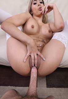 Fotos de penis duro realizando os desejos de uma loirinha vadia