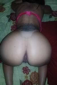 Linda mulher gostosa pelada de quatro na posição sexual