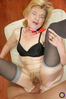 Sexo com velhas idosas dando gostoso pro novinho