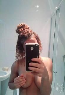 Neguinha trepadeira teve videos de boquete e fotos nuas vazadas na net