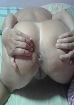 Arrombada de quatro exibindo seu cu