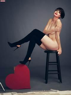 Anne Hathaway nua transando atriz Norte-Americana