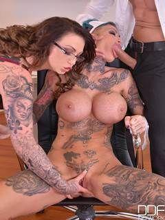 Mamando buceta tatuada da peituda maravilhosa