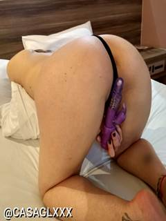 Deliciosa esposa bunduda mostrando o cuzinho