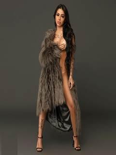 Mc Mirella nua e sensual na campanha de lingerie