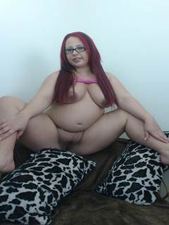 Ruiva gravida bunduda mostrando a buceta