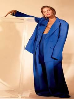 Luísa Sonza mostra os peitos na revista Marie Claire