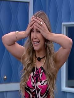 Carla Diaz mostrou os peitos de novo