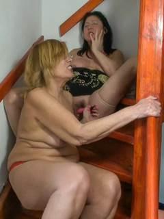 Avós lésbicas fazendo sexo apaixonado