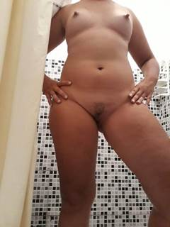 Esposa putiane pousando pelada pro marido
