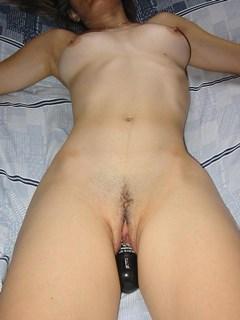 Esposa magrinha fodendo e se masturbando