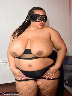 SSBBW mulher feia pelada exibindo peitos e bunda flácida